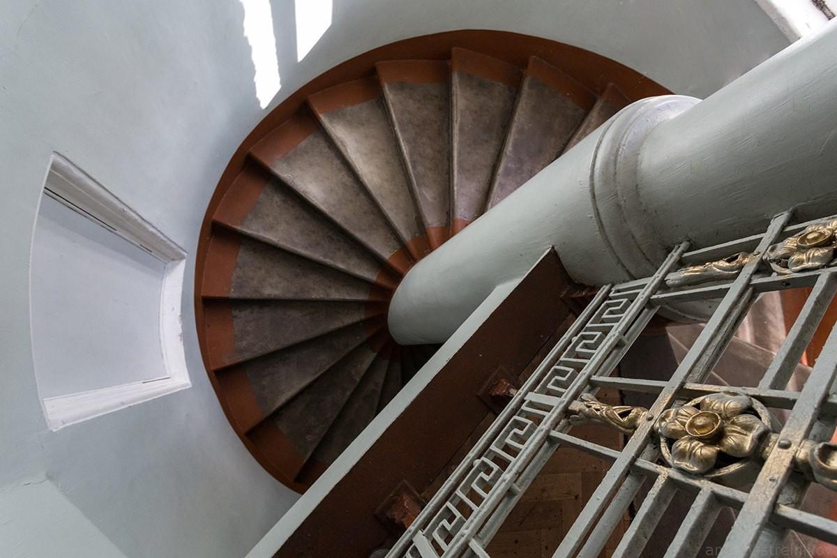 винтовая лестница, РГИСИ институт сценических искусств лестница историческое здание