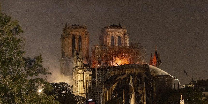 Катастрофа мирового масштаба: эксперты о пожаре в соборе Парижской Богоматери
