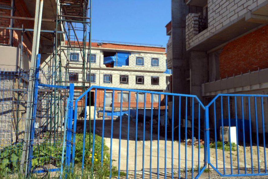 детская поликлиника Красное Село строительство долгострой