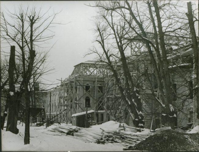 Большой дворец в процессе восстановления_начало 1950-х