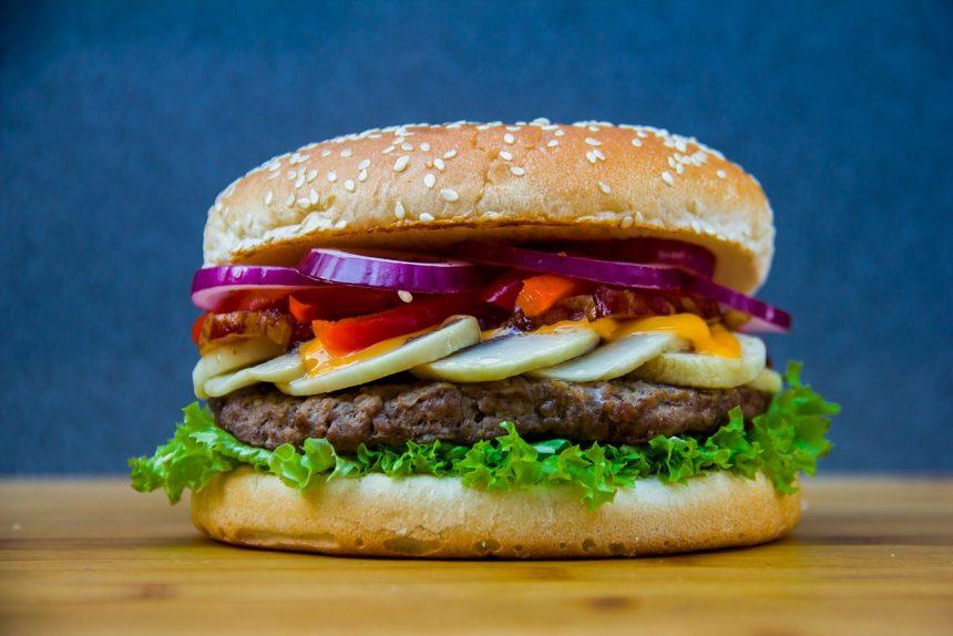 Что вреднее - бургер или шаверма? Рассказывает диетолог