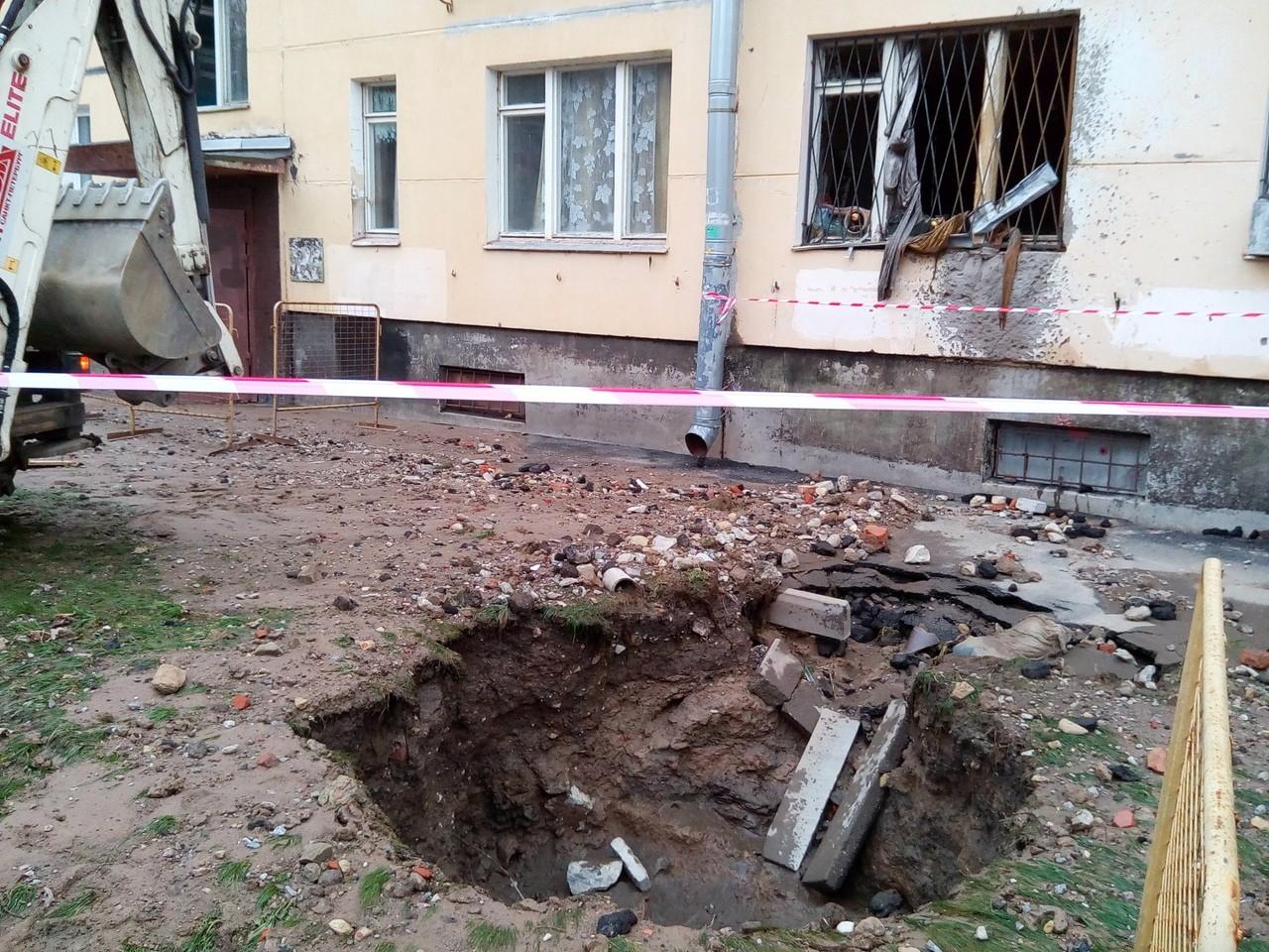 Пенсионерка погибла при прорыве теплотрассы в Красносельском районе
