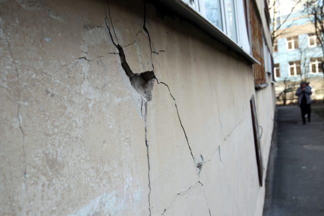 Гражданский проспект 120 повреждение дома трещины