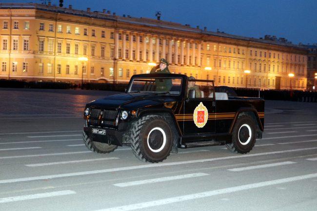 парад Победы репетиция военные армия Дворцовая площадь автомобиль внедорожник