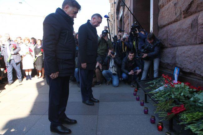 теракт метро цветы возложение память беглов