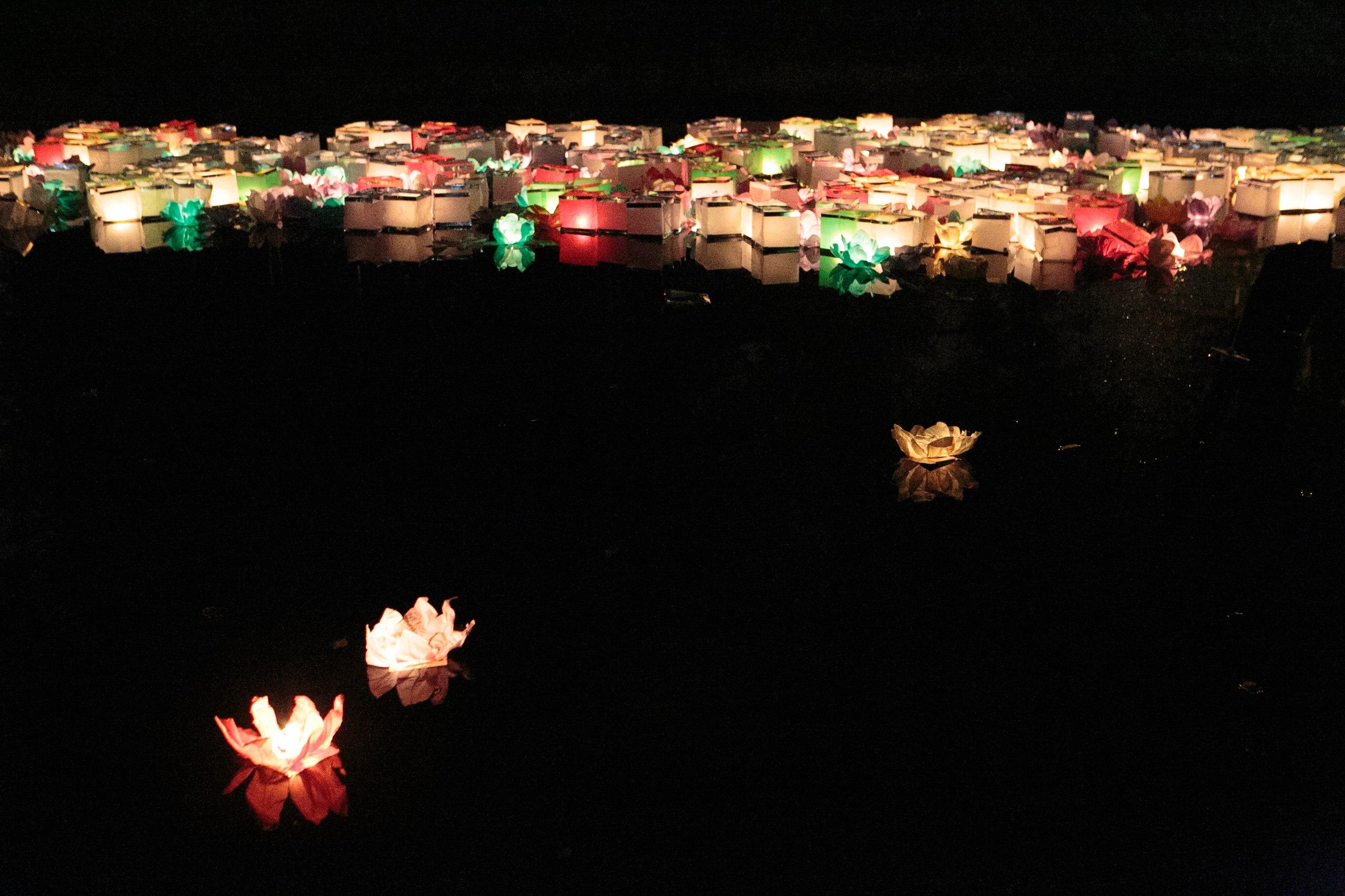 фестиваль водных фонариков, водный фонарик