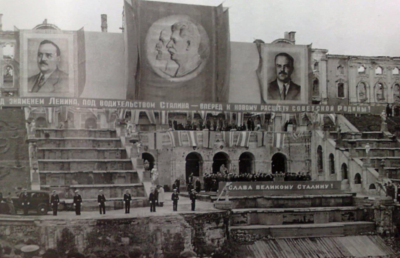 Возрождение Петергофа после войны: уничтоженное наследие, минное поле и утерянные коллекции