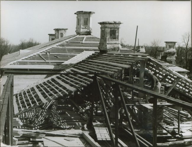 Восстановление кровли Большого дворца в 1950-е годы