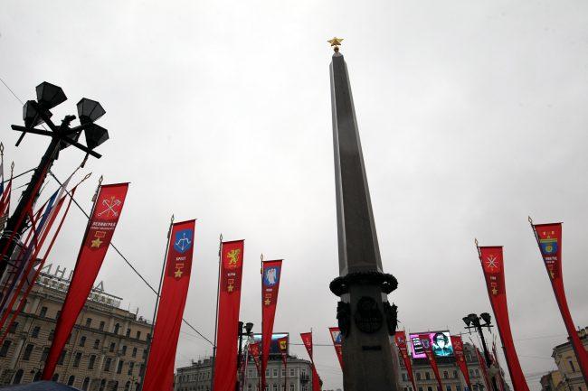 Площадь Восстания обелиск Городу-Герою Ленинграду День Победы