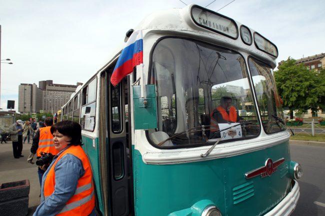 парад ретротранспорта троллейбус МТБ-82Д