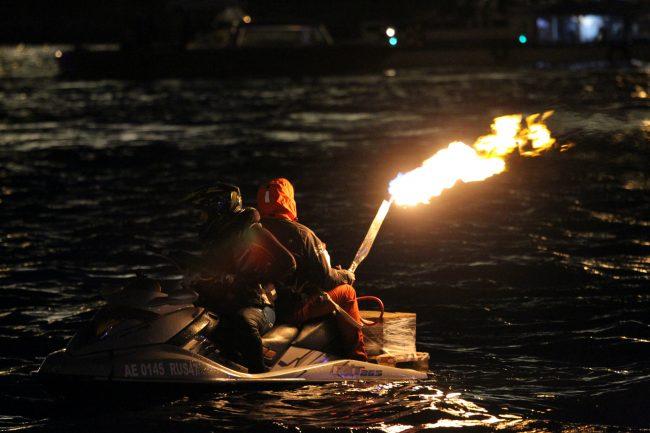 гидроцикл факел огонь