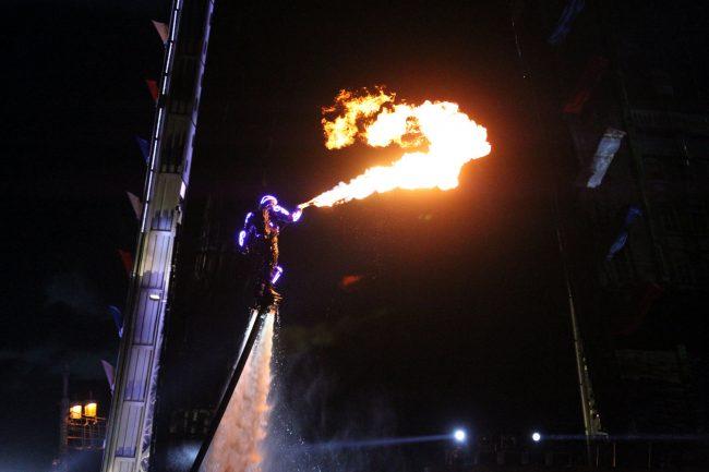 гидрофлай флайбордист огнемётчик