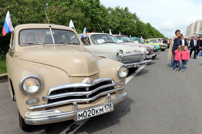 парад ретротранспорта ретро автомобили