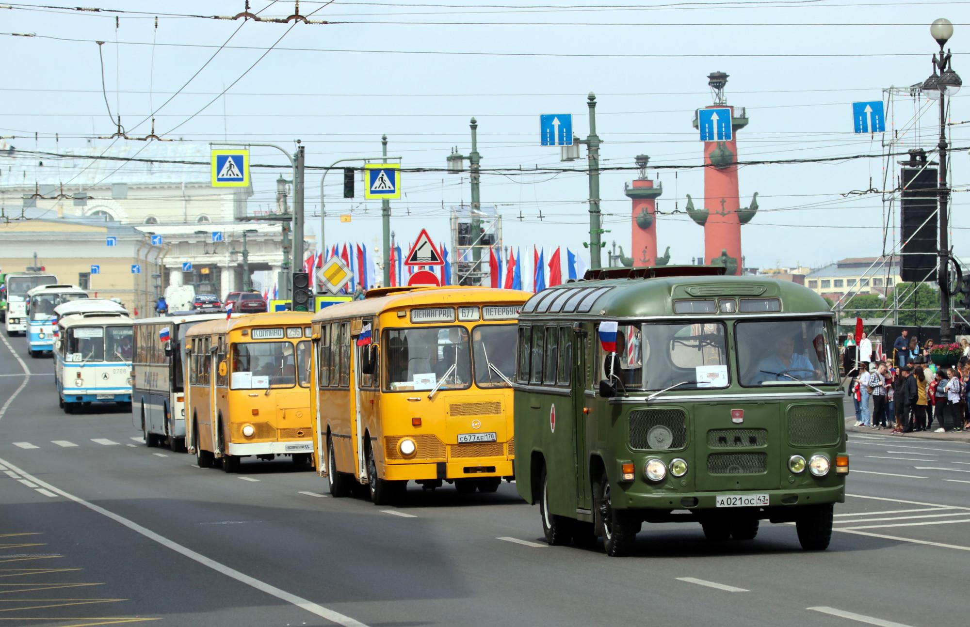 парад ретротранспорта автобусы ПАЗ ЛИАЗ-677