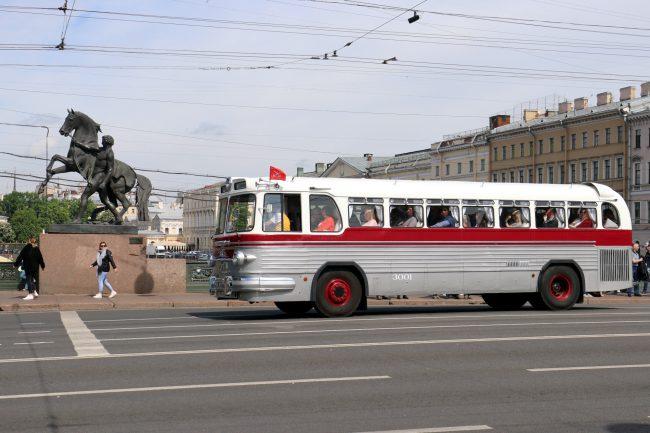 парад ретротранспорта автобусы Икарус