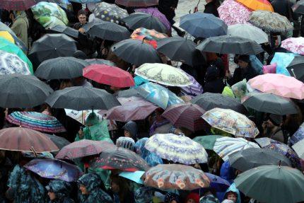 Классика на Дворцовой дождь погода зонтики
