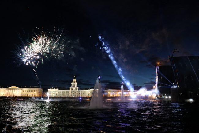 фейерверк салют разведённый Дворцовый мост флайборд гидрофлай