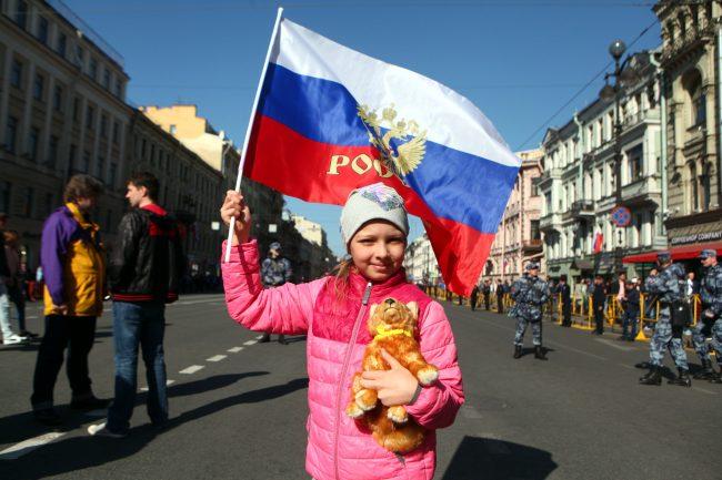 первое мая первомайская демонстрация ребёнок флаг России