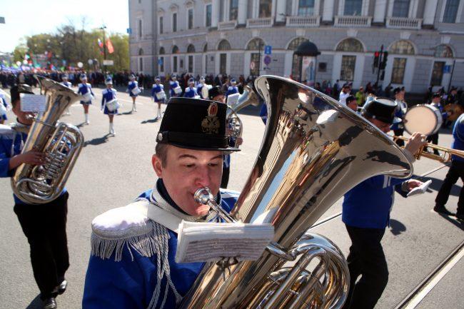 первое мая первомайская демонстрация музыканты духовой оркестр