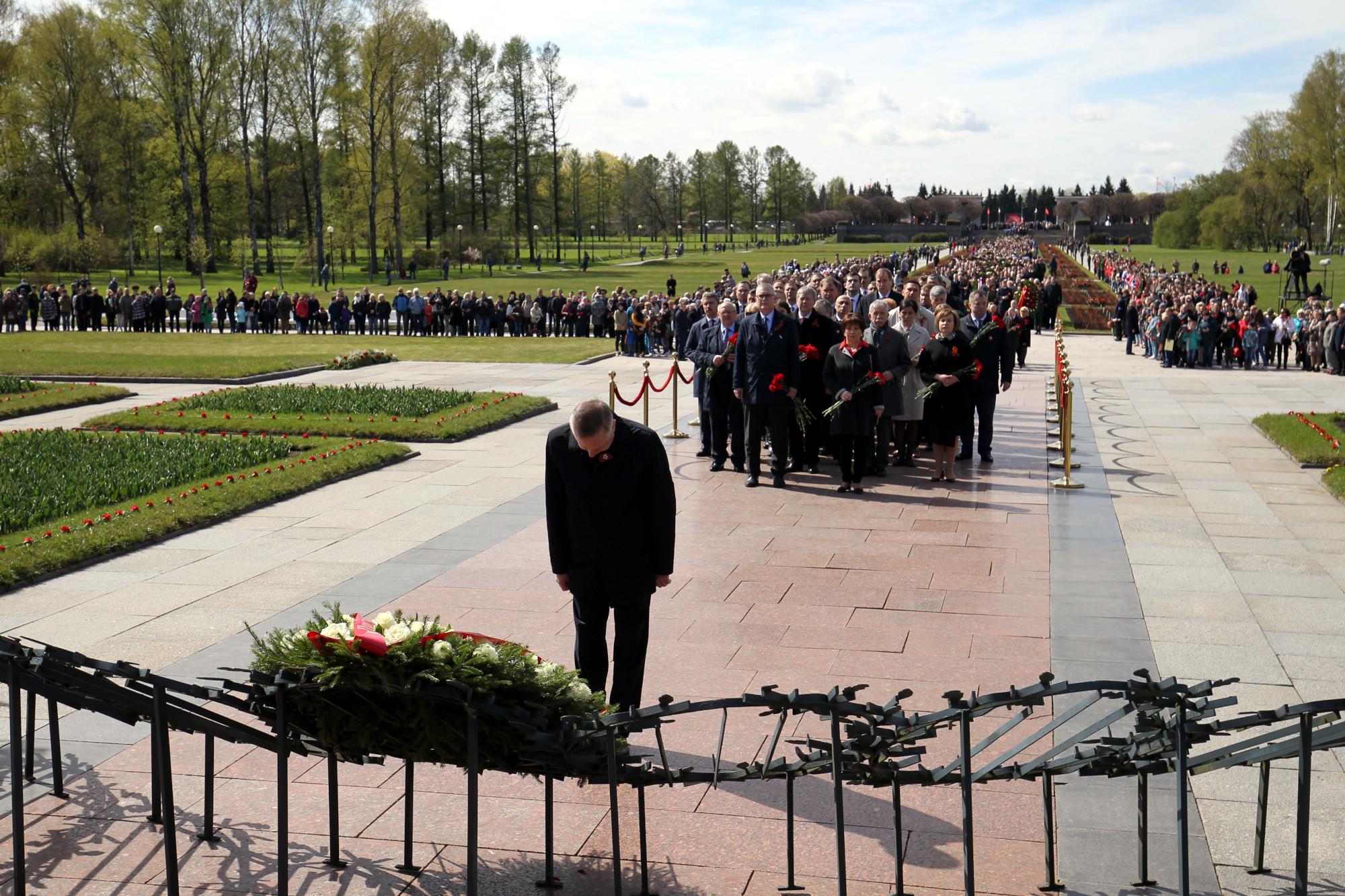 Пискарёвское мемориальное кладбище день Победы Александр Беглов