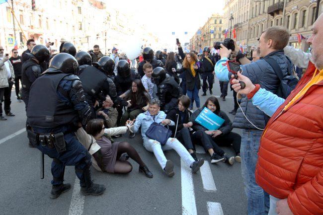 первое мая первомайская демонстрация ОМОН полиция задержания