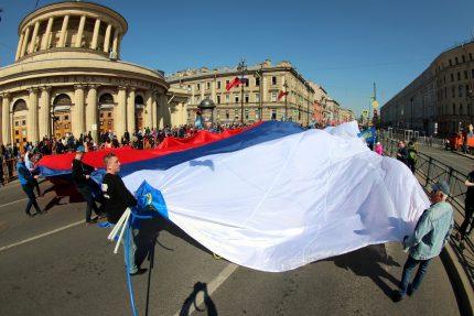 первое мая первомайская демонстрация ЛДПР флаг России