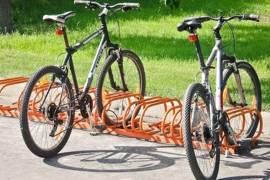 велосипед велопарковка