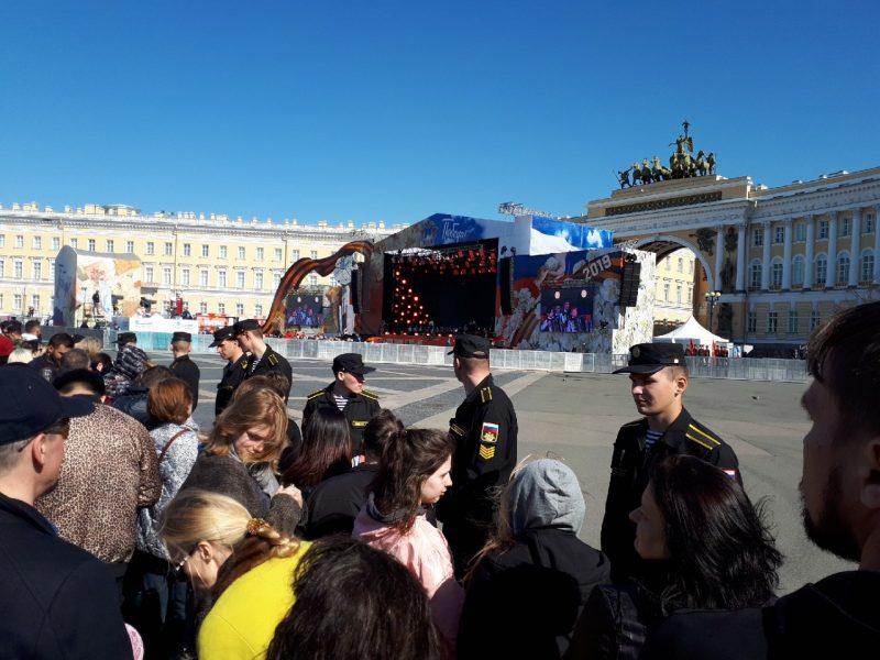 сцена дворцовая площадь оцепление день победы