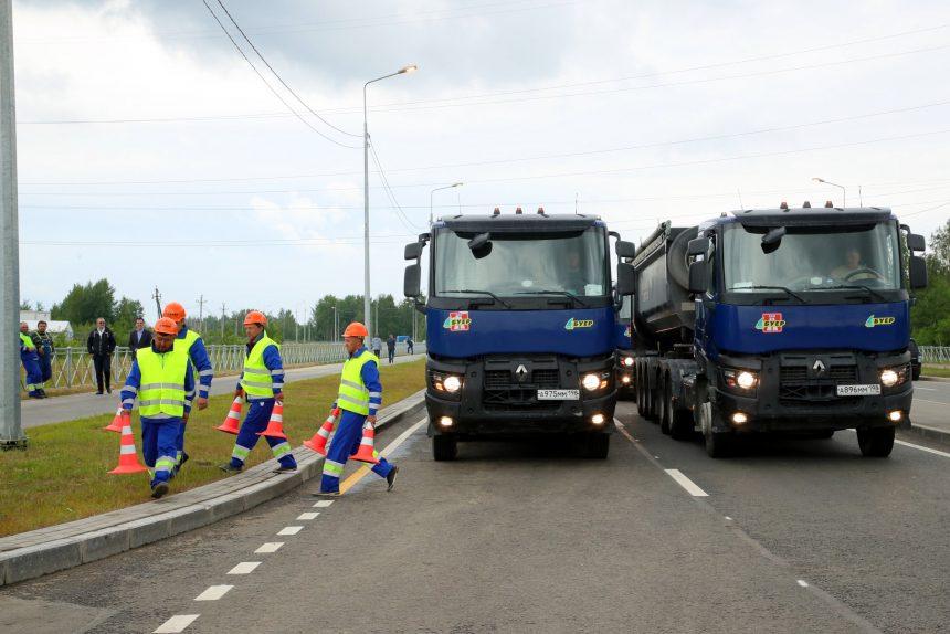 Усть-Ижорское шоссе грузовики дорожные работы
