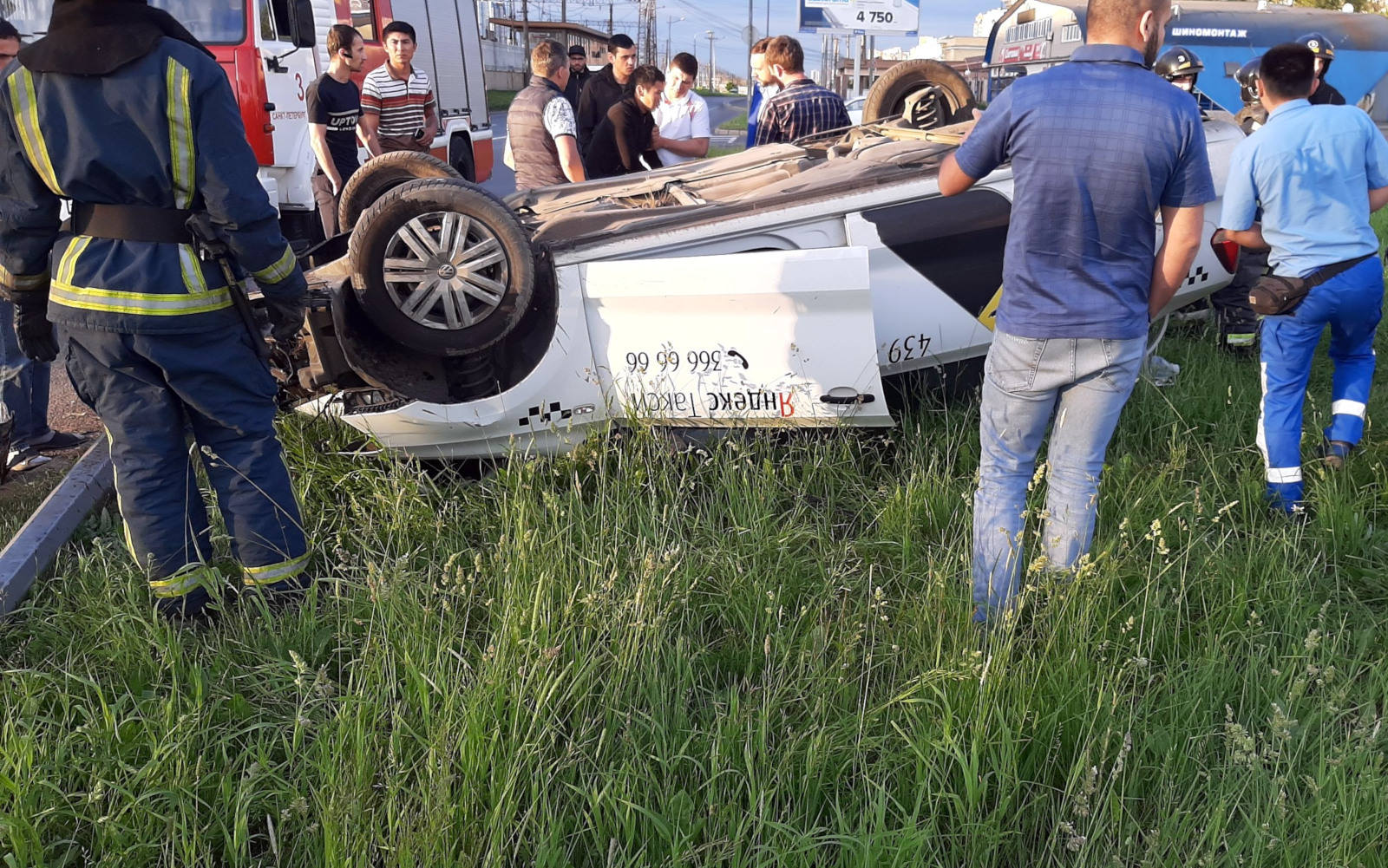дтп авария перевернувшийся автомобиль такси