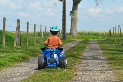 ребенок квадроцикл