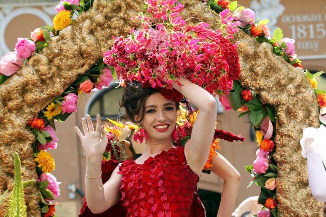 фестиваль цветов красивые девушки
