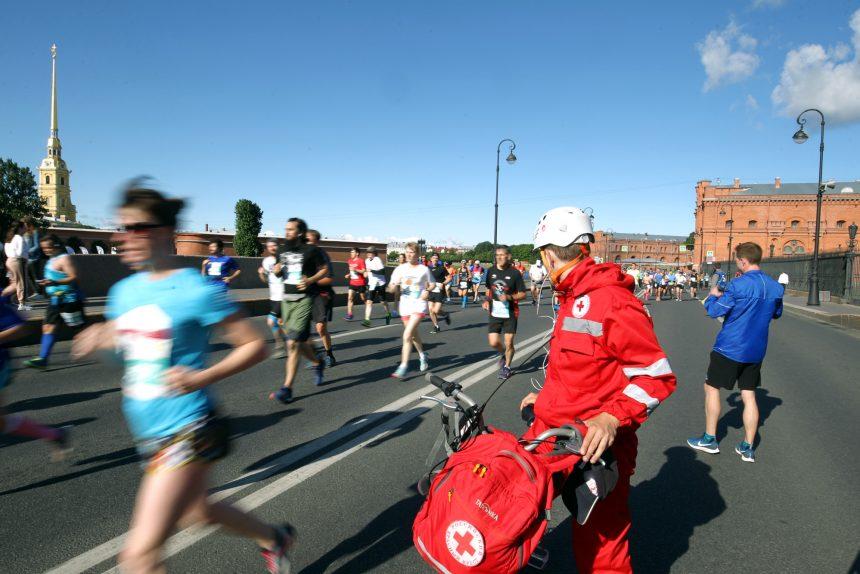 марафон Белые ночи бег спорт лёгкая атлетика медик красный крест