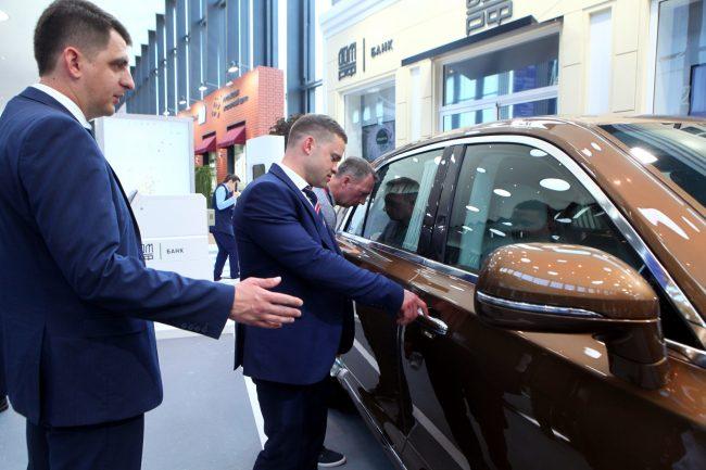 Петербургский экономический форум ПМЭФ 2019 машина люкс автомобиль Aurus