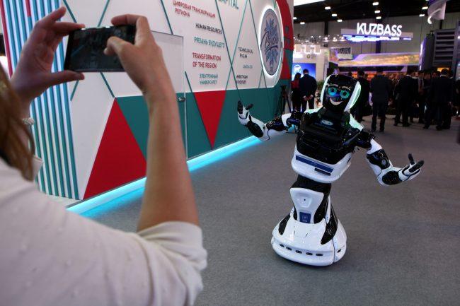 Петербургский экономический форум ПМЭФ 2019 робот