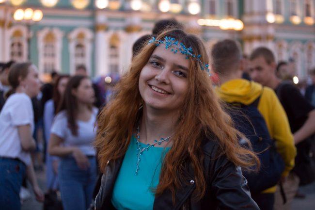 Алые паруса праздник выпускников молодёжь девушки