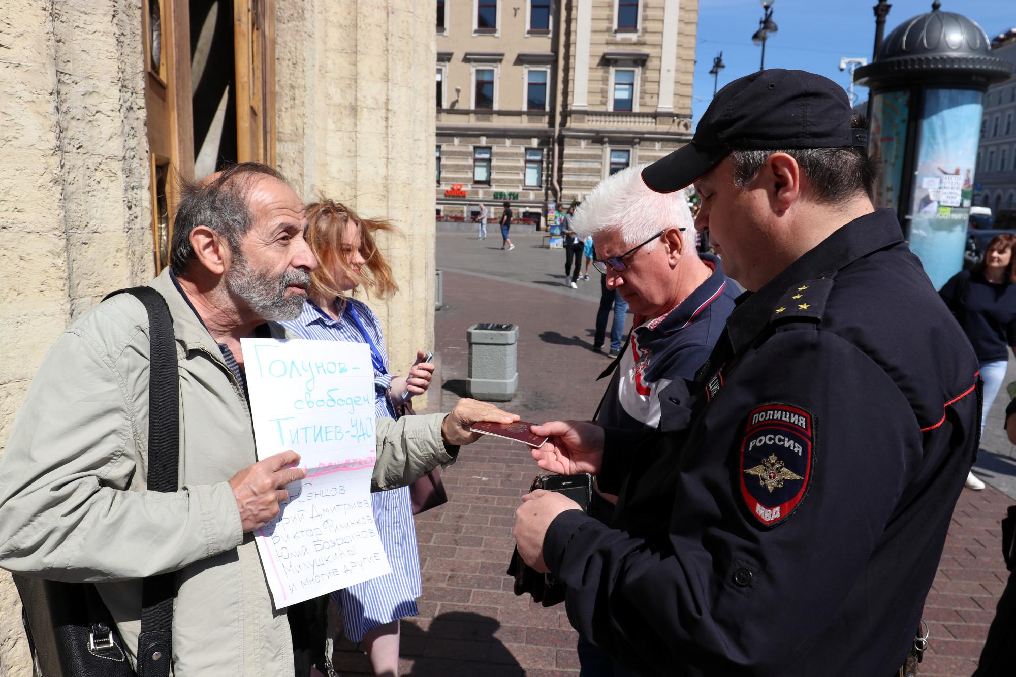 Борис Вишневский полиция акция в поддержку Ивана Голунова