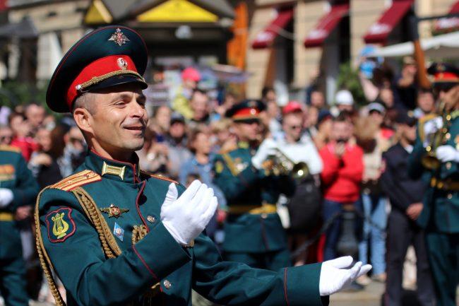 фестиваль цветов военный оркестр