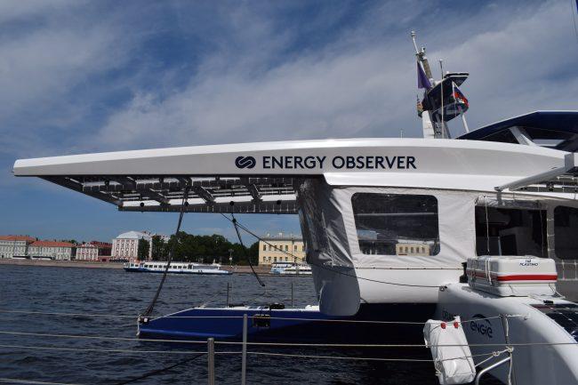 Катамаран Energy Observer ночью покинет Петербург