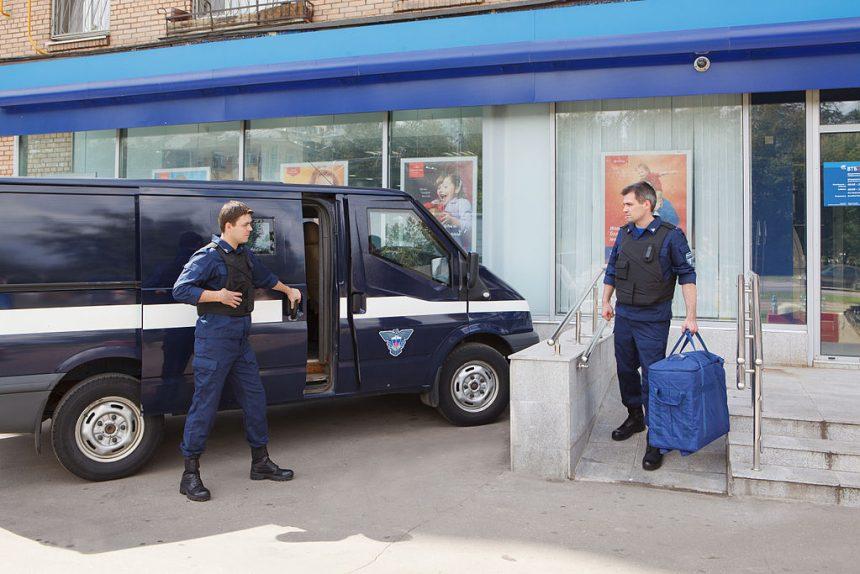 В Петербурге инкассатора обвиняют в краже 8,5 миллионов рублей из банкоматов