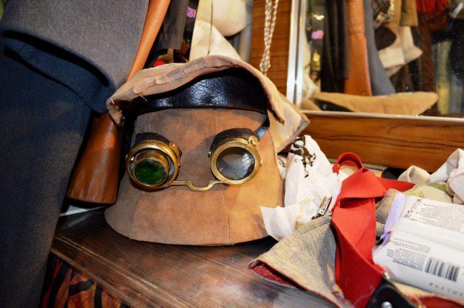 Невский проспект, Непредсказуемый предсказатель, чемодан желаний, уличные артисты, реквизит