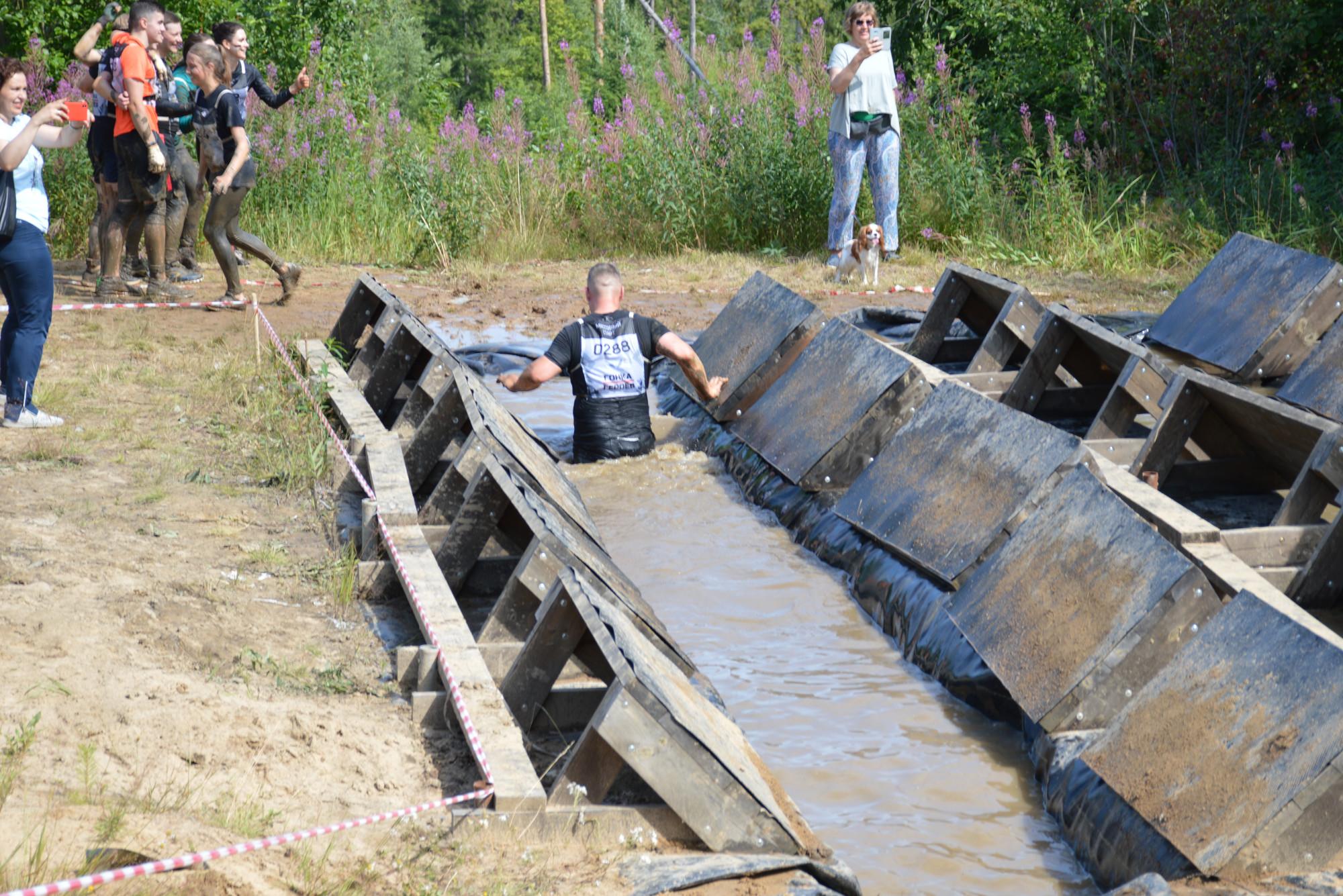 Гонка героев спорт лёгкая атлетика бег грязь полоса препятствий