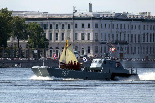 день ВМФ корабли репетиция Троицкий мост разведённый десантный катер 767 ботик Петра I