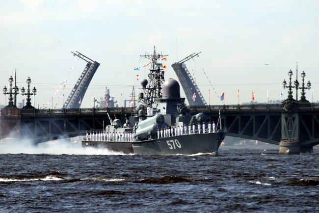 день ВМФ корабли репетиция Троицкий мост разведённый малый ракетный корабль Пассат