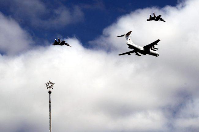 Финляндский вокзал самолёты авиация день ВМФ