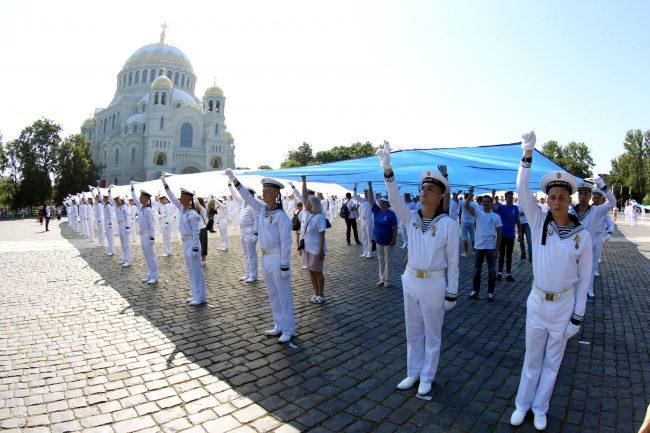 Андреевский флаг Якорная площадь Морской собор Кронштадт моряки день ВМФ