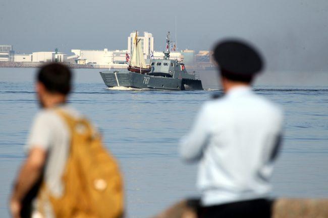 день ВМФ главный военно-морской парад корабли десантный катер ботик Петра I