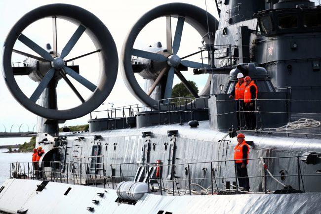 Военно-морской салон оружие десантный корабль на воздушной подушке Евгений Кочешков