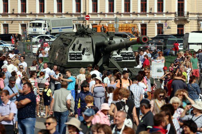 день ВМФ выставка военной техники самоходная артиллерийская установка