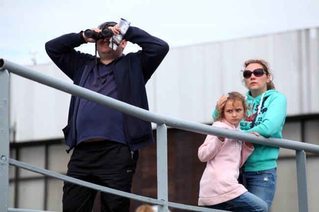 военно-морской салон регата яхты паруса зрители бинокль